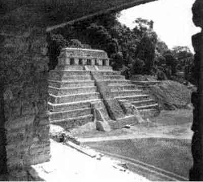 Ступенчатая пирамида майа.