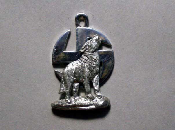 Славянский оберег волк на фоне коловрата является символом мудрости, хитрости и смелости - мужских качеств...
