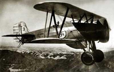 Свастика также изображалась на Боингах Р-12, состоявших на вооружении американских ВВС с 1929 по 1941 год.